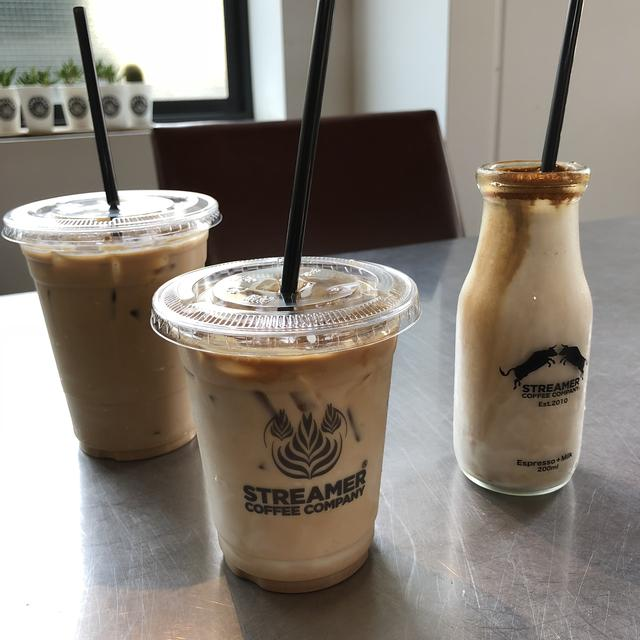 画像: 左からリボルバーラテ、ストリーマーコーヒーラテ、ストリーマーコーヒー牛乳。