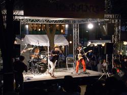 画像: ステージではライブが見れる!! www.enjoytokyo.jp