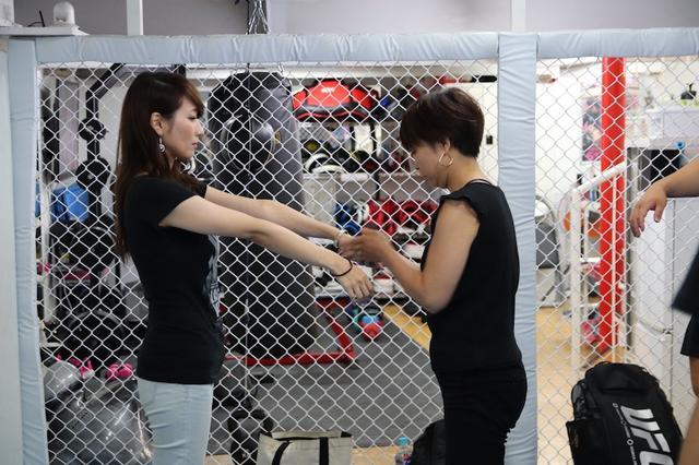 画像: 女子は女子同士で練習!
