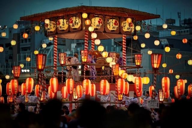 """画像1: 来場者7万人! 築地本願寺『納涼盆踊り大会』は""""日本一おいしい盆踊り"""""""