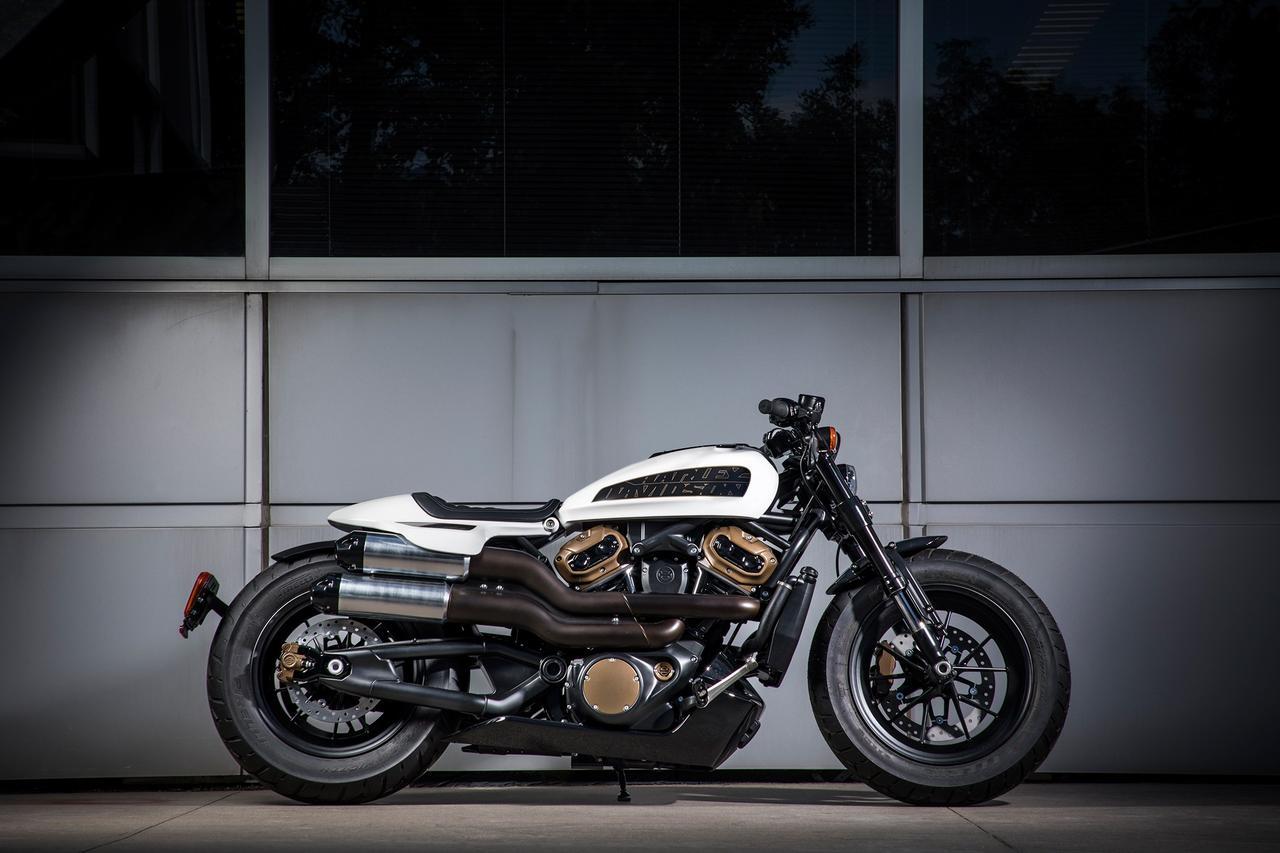 画像: こちらも名前はまだない、2021年登場予定の1,250ccのカスタムモデル。マッチョなスタイリングが、熱いパフォーマンスを期待させます。 www.harley-davidson.com