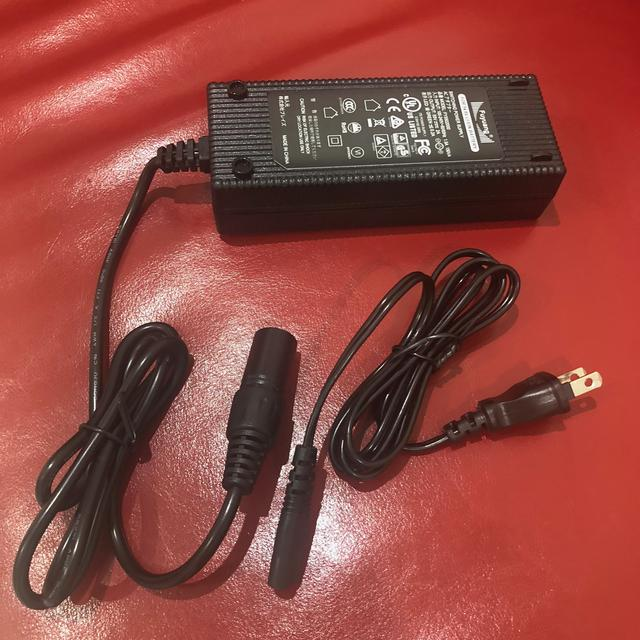画像: 充電器!