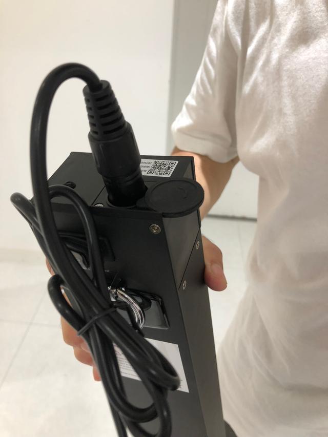 画像: バッテリー。大きい!重い!