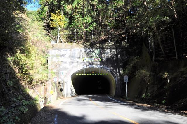 画像: 「大正トンネル」と呼ばれている宇津ノ谷隧道