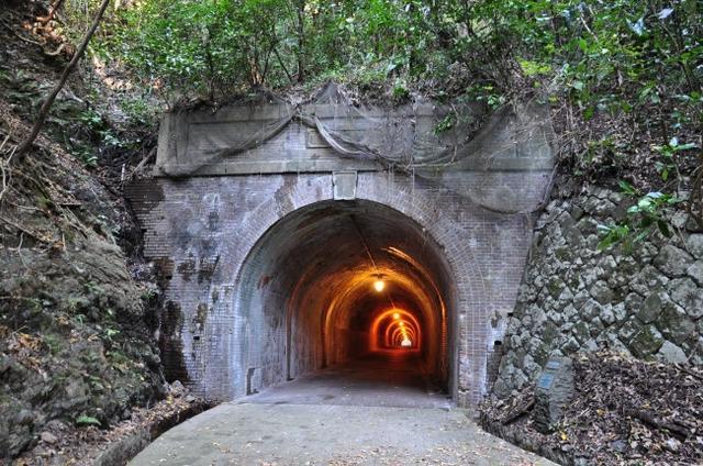 画像: 明治時代に作られた宇津ノ谷隧道