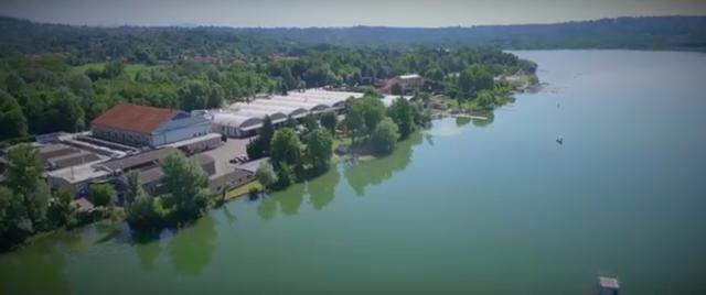 画像: イタリアのバレーぜ湖畔・・・。 www.youtube.com