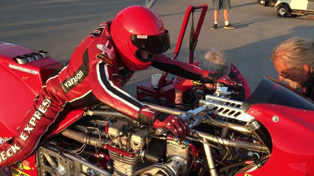 "画像: 67 Year Old Top Fuel Motorcycle Racer Chris Hand and the ""Redneck Express"" youtu.be"
