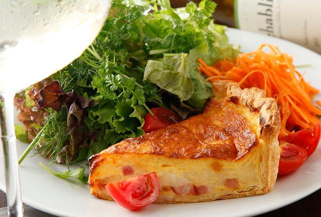 画像: ベーコンとチーズのキッシュ 【ビストロ石川亭】 www.sapporobeer.jp