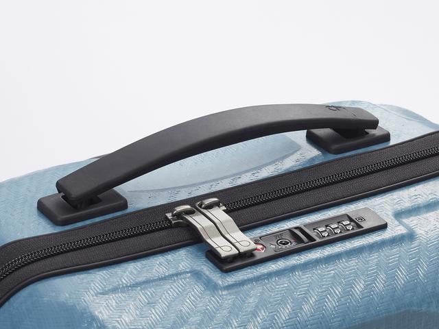 画像: 柔軟で耐久性のある素材なので、使用しない時はフラットになり、ちょっとした物をのせても邪魔になりません!