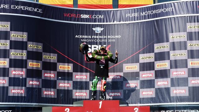 画像: 表彰台の頂点に立つA.カラスコ! www.worldsbk.com