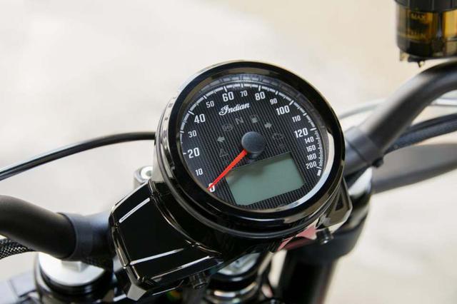 画像: FTR1200カスタム同様、丸型のメーターを採用しています。シンプルで良いですね。 www.facebook.com