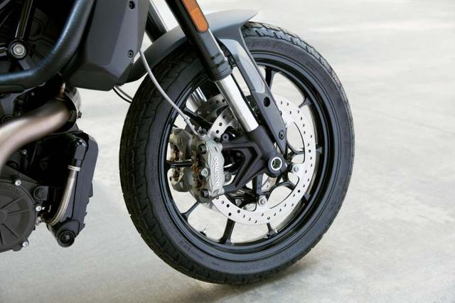 画像: タイプは違いますが、量産版もブレンボのブレーキシステムを採用。倒立フォークのアウター径は43mm。ホイールトラベル量は150mmです。 www.facebook.com