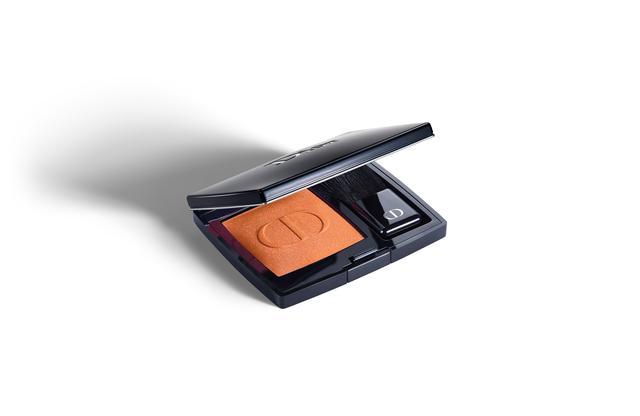 画像: ディオールスキン ルージュ ブラッシュ 643 スタンド アウト ¥6,156(税込) www.dior.com