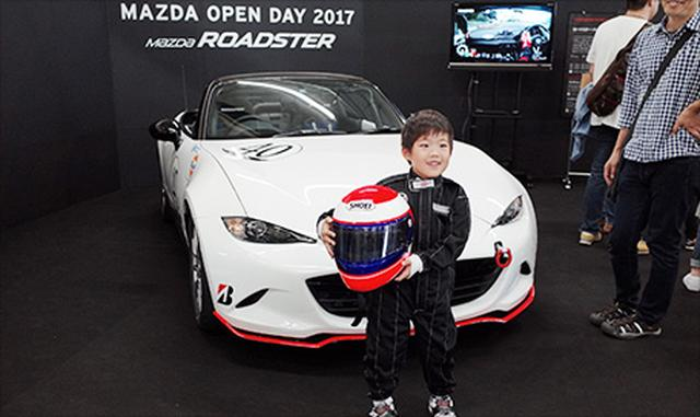 画像: 【マツダ】気分はレーサー!レーシングスーツでハイ、ポーズ! tmfes.com