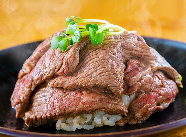 画像: 肉のヒマラヤ 焚火家 肉のヒマラヤ特製 ガーリックバター丼 tmfes.com