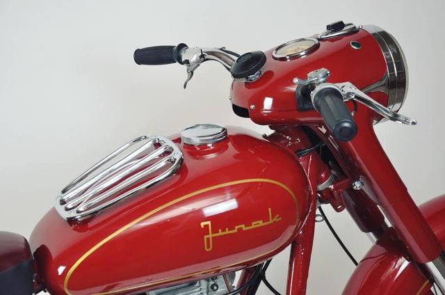 画像: Junakというポーランドのブランドらしいです。トーマス、知らなかったです恥 en.wikipedia.org