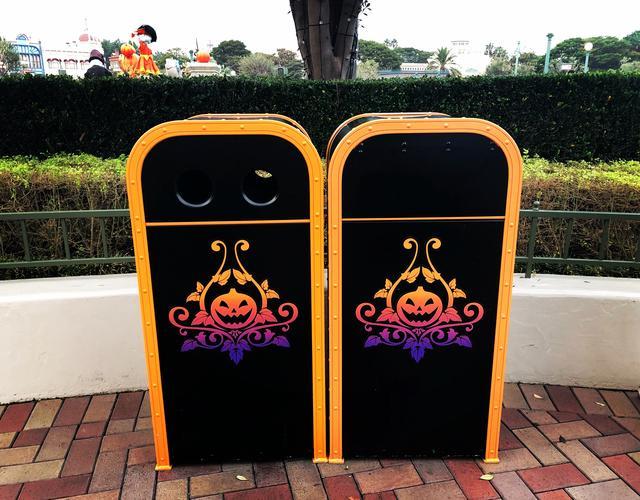 画像: ゴミ箱までハロウィーン!!徹底されてる!!