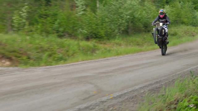 画像: 162馬力もありますから、ウィリーなんてうんざりするほど楽しめます(笑)。 www.youtube.com