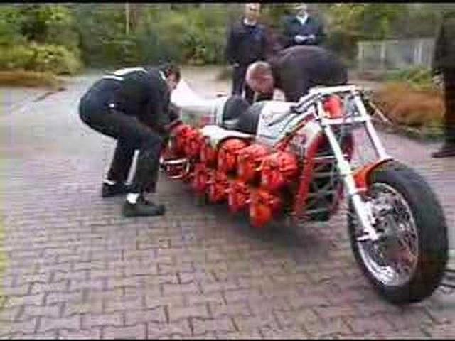 画像: Chainsaw-powered motorcycle startup youtu.be