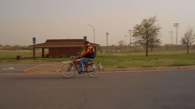 画像: 車体が軽いでしょうから、なかなか軽快な走りを披露してくれます。 www.youtube.com