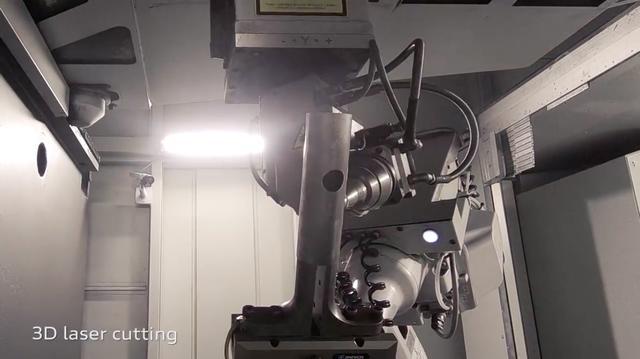 画像: レーザー加工機は現代のレース用エキゾーストシステム製作に欠かせない設備ですね。 www.youtube.com