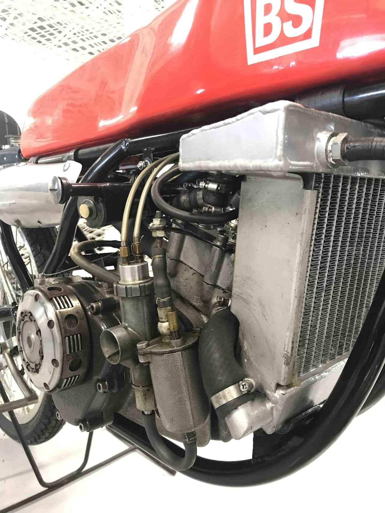 画像: ブリヂストン・・・と言えば多くの方は、タイヤや自転車などを想像するでしょうが、1950〜1960年代を中心とした時代、ブリヂストンはモーターサイクルメーカーとしても活躍していました。こちらは同社のワークス50ccGPレーサー、EJR-3というマシンの心臓部です。水冷2ストローク2気筒という高度なメカニズムを採用。極端に狭いパワーバンドのため、なんと変速器は14段! を備えています。
