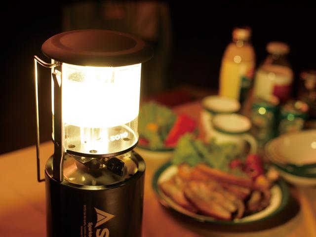 画像: やっぱりアウトトアでは「火」の明かりのほうがなごみますよね。 www.shinfuji.co.jp