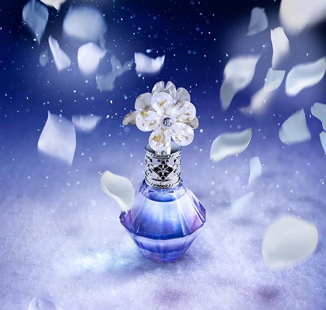 画像: クリスタルブルーム ムーンライトマジック オードパルファン 50mL ¥7,500(税抜)/30mL ¥5,500(税抜) www.jillstuart-beauty.com