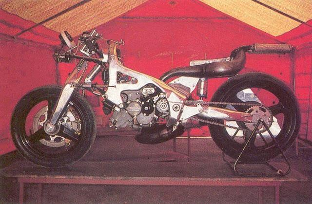 画像: 1984〜1987年型フィオール500は、ホンダの市販レーサー、RS500のV型3気筒エンジンを搭載していました。 www.appeldephare.com