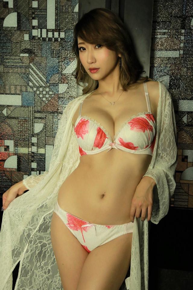 画像1: エロカワ?キュート?特別な日に着てほしいのはどれ♡?【水曜日のミク様】