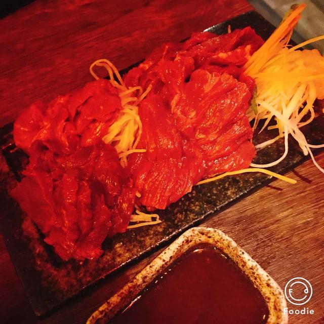 画像: 生肉好きがまず注文する馬刺しの4点盛り