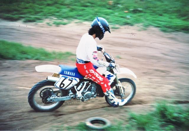 画像: 1990年代のとある日の私、高性能オフロード車にしか興味のない、よくいる若者のひとりでした(苦笑)。
