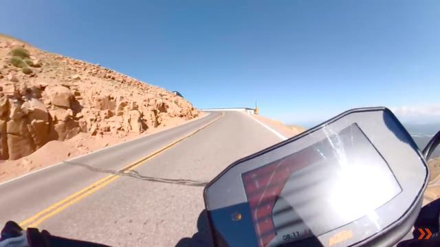 画像: ガードレールがない区間が多いので、コースアウトしたら崖から転落の可能性がある・・・という恐ろしいコースです・・・。 www.youtube.com