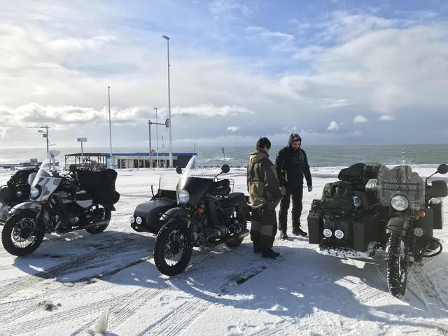 画像: 海沿いの「オロロンライン」を北上し、道の駅 石狩「あいろーど厚田」で休憩。このころは眩しい太陽が顔を出し、雪の照り返しで目が痛いほどの晴れっぷりでした。