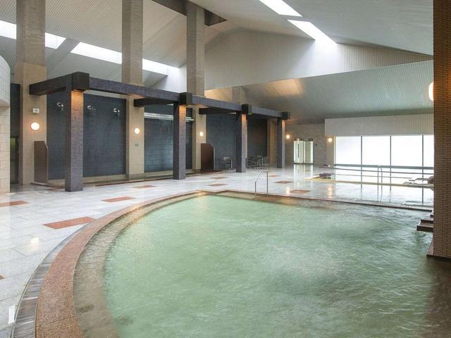 画像: 【大浴場DAI-NO-JI】大きな浴槽で足を伸ばしゆっくりと浸かれます。 www.jalan.net
