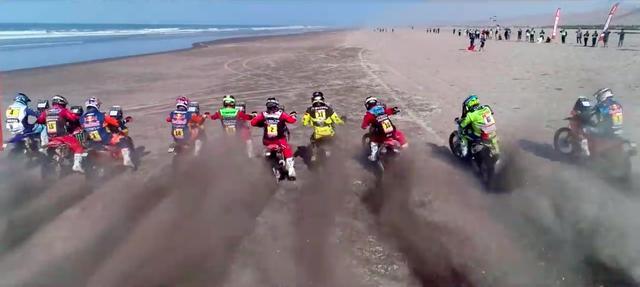 画像: モトクロススタイルの横一斉スタートは、迫力満点です! www.youtube.com