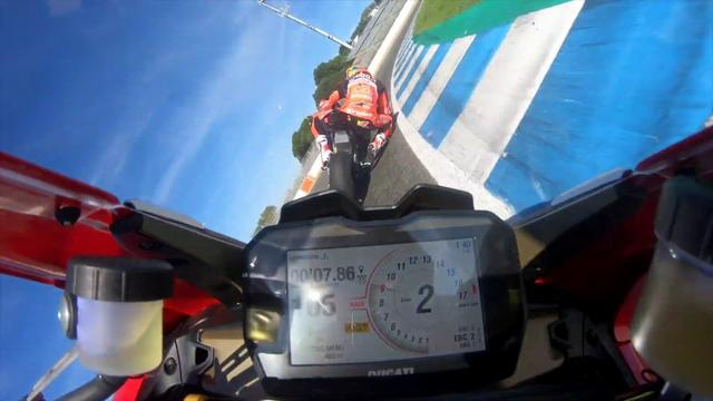 画像: The brand new Panigale V4 R roars in the Jerez Circuit (Spain) youtu.be