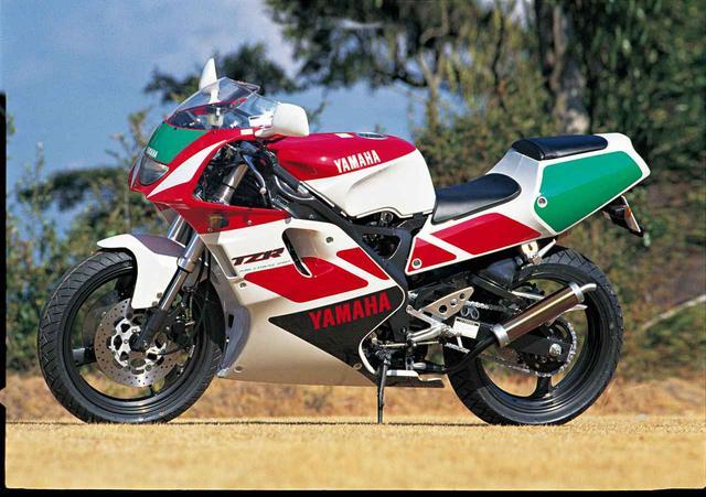 画像: 1991年型のヤマハTZR250R(3XV)。誕生からゆうに25年以上経っているため、アメリカでも登録が可能になっているとか・・・。 www.autoby.jp