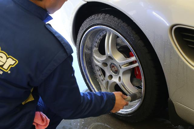 画像2: まずは洗車タイム