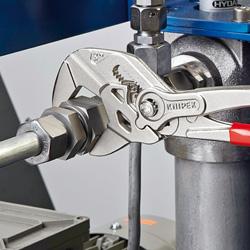 画像: こちらは使用例の写真になります。 www.knipex.com