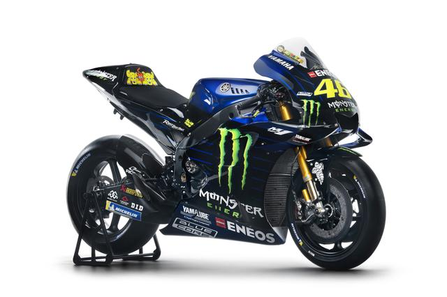画像: 「黒」からの「青」へのグラデーション・・・そして「青」のストライプが施されている2019年型ヤマハYZR-M1です。この独特のグラフィック&カラーリングが、陽光の下のサーキットではどのように映えるのか? 注目しましょう! www.yamaha-racing.com