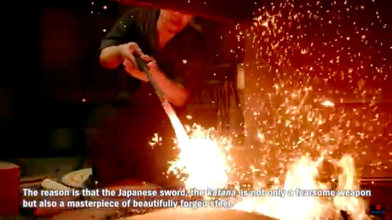 画像: オープニングは刀を鍛えるシーンから。単なる武器だけではなく、その美しさとステータス性の高さこそ、日本刀が長年作り続けられた理由という解説が流れます。 www.youtube.com