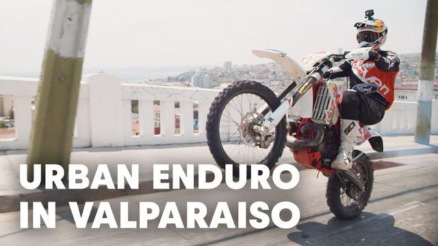画像: Riding Up An Urban MTB Downhill Course | Red Bull Valparaiso Cerro Abajo youtu.be