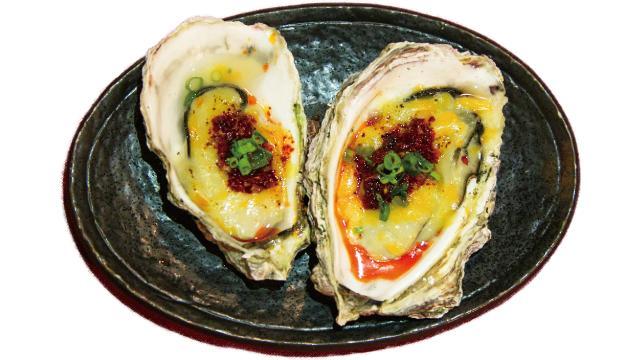 画像: atelier?(アトリエ) 「呉市の殻付牡蠣にチーズと自家製辣油をお好みで美味しくどうぞ」 barbar.love-shimokitazawa.jp