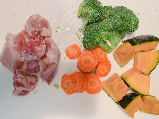 画像: 人参は薄めに切るのがおススメ!他の食材より固いので切り方良いバランスに。