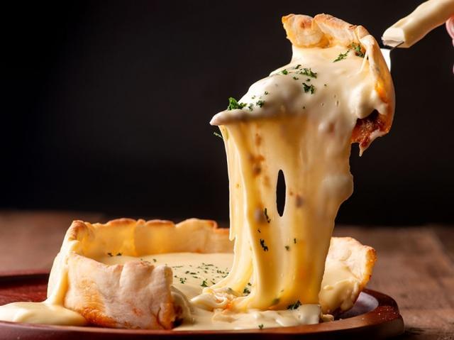 画像: 「モッツァレラチーズ×チーズフォンデュソース×ミートソース」 1,580円(税別)
