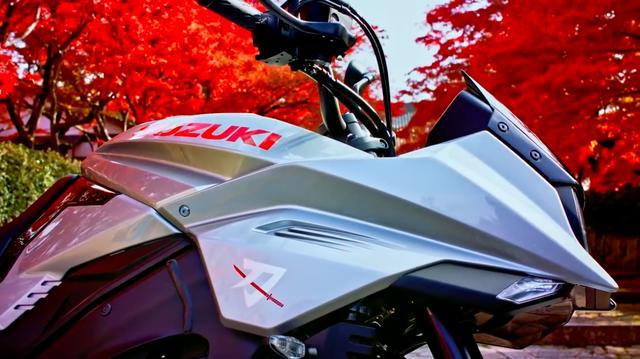 画像: 日本刀がデザインのモチーフである新型KATANAは、やっぱり日本の風景が似合いますね。 www.youtube.com