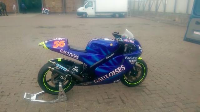 画像: MotoGPクラス初年度の2002年、中野真矢が乗ったTECH3のYZR500みたいですね!! www.youtube.com