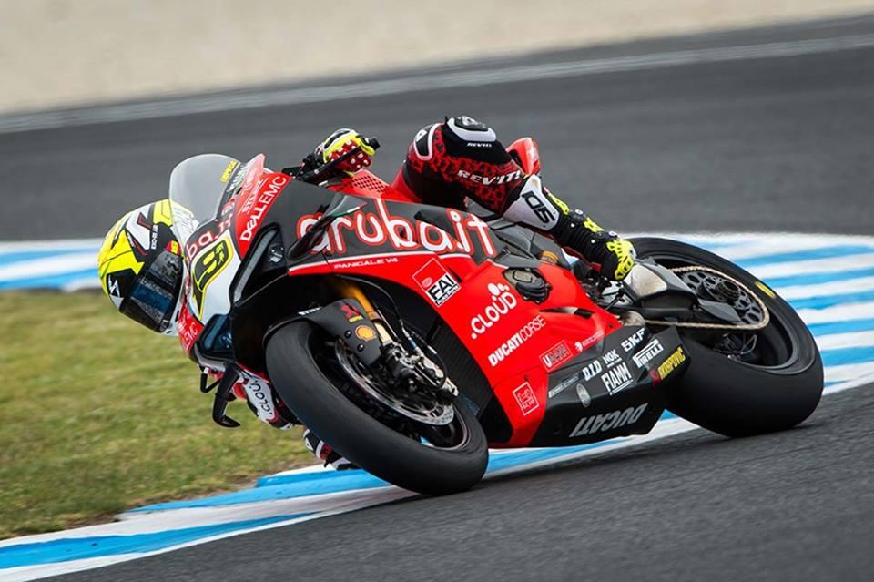 画像: レース1(写真)同様、圧勝でレース2を制覇しパーフェクトウィン達成したA.バウティスタ(ドゥカティ)。 www.facebook.com