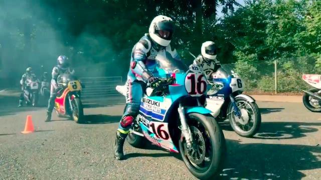 画像: 青/銀の1960年代モデルから、1970〜1980年代に活躍したRG500、そして4ストロークのTT-F1やスーパーバイクまで、幅広い年代のスズキロードレーサーが走ります! www.youtube.com